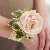 Fresh flower bracelet / corsage