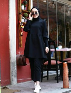 Hijab Fashion Summer, Modern Hijab Fashion, Modesty Fashion, Hijab Fashion Inspiration, Muslim Fashion, Girls Fashion Clothes, Fashion Outfits, Iranian Women Fashion, Ways To Wear A Scarf