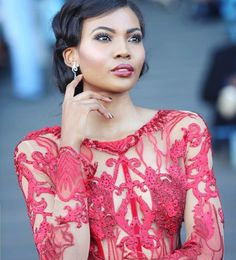 Miss World South Africa Thulisa Keyi was at the Durban July 2018 in Jack Friedman Jewellery, How Gorgeous is she? We think very! Fine Jewelry, Jewellery, Miss World, Engagement Jewelry, South Africa, Celebs, Lace, How To Wear, Tops