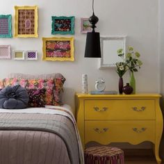 mueble dormitorio amarillo