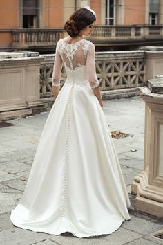 Illusion Half Sleeved Lace Appliqued Half Sleeved Ball Gown Satin Wedding Dress