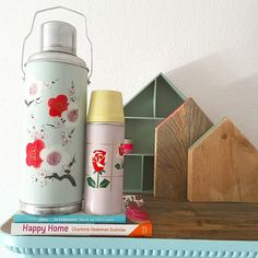 Floral thermos / Bezige Bebie - interieur, styling, vintage, kringloop, sloophout en mooie dingen www.bezigebebie.nl