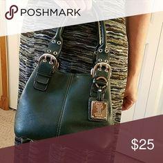 "Tignanello Single Compartment HandBag Purse This Tignanello handbag includes the logo key fob.  Body of purse measures 9 1/2"" wide, 7 1/2"" high, 6 1/2"" deep. Double handles.  Forest or Hunter Green leather. Tignanello Bags"