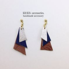 Colored leather triangles.