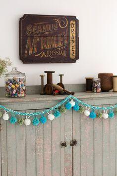 ¡Esta fabulosa guirnalda es un accesorio increíble para decorar tu hogaren cualquier ocasión especial!