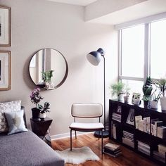 Pretty little corner with black Ikea 'Kallax/Expedit' shelf, 'Hektar' floor lamp & 'Stockholm' mirror Ikea Ps, Scandinavian Interior Bedroom, Ideas Hogar, Ikea Home, Little Corner, Living Furniture, New Room, Home Interior Design, Home And Living