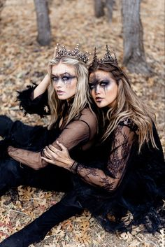 Halloween Makeup Looks, Halloween Inspo, Halloween Pictures, Halloween Kostüm, Halloween Recipe, Women Halloween, Halloween Costumes, Photographie Art Corps, Witch Costumes