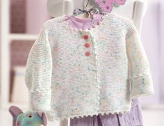 Baby jacket in delicate candy Baby-Jacke in zarten Bonbon-Farben These instructions for a baby jacket are a dream for mothers, grandmothers, aunts and anyone who wants to make a little princess happy. Baby Vest, Baby Cardigan, Baby Knitting Patterns, Baby Patterns, Crochet Patterns, Crochet Baby, Knit Crochet, Crochet Pullover Pattern, Couture Sewing