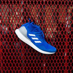 MIDNIGHT ONLINE Adidas Consortium Ultra BOOST Mid « Run Thru Time » Blue / White #Adidas #Inside #Sneakers