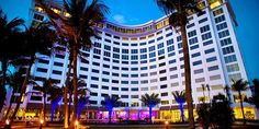 Sonesta Fort Lauderdale Beach hotel is right across the street from the beaches of the city and only a few minute drive away from the restaurants, galleries and shops of Las Olas Boulevard. The hotel has got a pool with pool bar, a restaurant, a spa and fitness center as well.