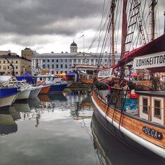 Le port et le marché central - Helsinki, Finlande / Harbour and central market, Helsinki, Finland.