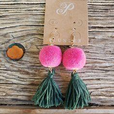 Brand new Plunder pom fringe earrings. Fun trendy pair of earrings. Smoke free home. Diy Home Crafts, Craft Stick Crafts, Crafts To Do, Diy Yarn Earrings, Fringe Earrings, Crochet Bunting Pattern, Slime Craft, Pom Pom Crafts, Homemade Jewelry