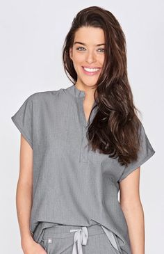 With its clean, draped silhouette, the Rafaela graphite scrub top showcases contemporary shirt features like a mandarin collar and shirttail hem.