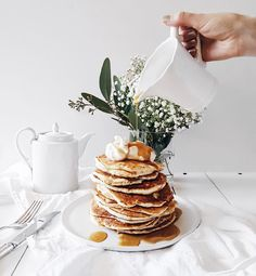 The perfect stack of buttermilk pancakes this morning ☕️