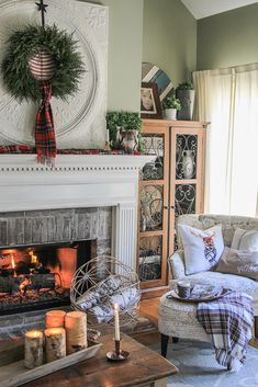 The Christmas-to-Winter Mantel Transition - Unskinny Boppy