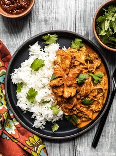 This Slow Cooker Chicken Tikka Masala boasts a rich and aromatic sauce, and tend. - This Slow Cooker Chicken Tikka Masala boasts a rich and aromatic sauce, and tender juicy chicken. Chicken Tikka Masala Rezept, Pollo Tikka Masala, Garam Masala, Slow Cooker Tikka Masala, Crockpot Recipes, Chicken Recipes, Cooking Recipes, Healthy Recipes, Easy Indian Food Recipes