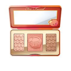 Sweet Peach Glow illuminating, blushing and bronzing palette is infused with the juicy scent and skin loving essence of peach to give your face a radiant natural peach glow.