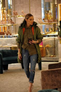 Olivia Palermo - casual look parka with jeans Olivia Palermo Outfit, Olivia Palermo Lookbook, Olivia Palermo Style, Look Fashion, Fashion Outfits, Womens Fashion, Street Chic, Street Style, Mein Style
