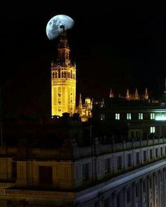 @PinFantasy - Sevilla la nuit! ♥ Andalucia, Empire State Building, San Francisco Ferry, Big Ben, Places, Travel, Moon, Sevilla, Monuments
