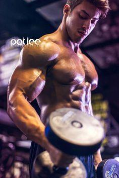 Daily Bodybuilding Motivation Hub: Alex Davis - Fitness Model and Bodybuilder Pat Lee, Bodybuilding Photography, Fitness Photography, Gym Gear For Men, Gym Men, Alex Davis, Fit Board Workouts, Gym Workouts, Bodybuilding Motivation