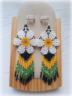 ★ MATERIALS ★ Czech glass beads ★ MEASUREMENT ★ inches All my creations are handmade in a smoke free home. Beaded Flowers Patterns, Beaded Earrings Patterns, Beading Patterns Free, Fabric Earrings, Seed Bead Earrings, Seed Beads, Hoop Earrings, Beard Jewelry, Beading Projects