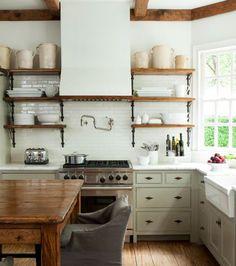 40 Best Rustic Farmhouse Kitchen Cabinets Ideas – Home Decor Ideas Farmhouse Kitchen Cabinets, Farmhouse Style Kitchen, Modern Farmhouse Kitchens, New Kitchen, Home Kitchens, Kitchen Decor, Rustic Farmhouse, Kitchen Ideas, Farmhouse Design