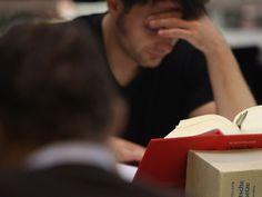 5 atitudes para conseguir estudar mais em menos tempo Perdendo tempo precioso de estudo com distrações? Veja as dicas para ajustar o foco e ...