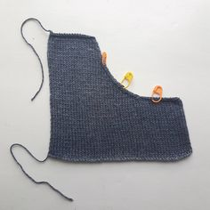 Picking up stitches should be a simple task, yet so many knitters find it infuriating! Here is a simple way to pick up the correct number of stitches the first time, every time. Crochet Patterns For Beginners, Knitting For Beginners, Knitting Patterns Free, Knit Patterns, Sweater Patterns, Mittens Pattern, Knitting Charts, Free Pattern, Knitting Help