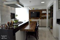 Esse projeto maravilhoso foi feito pelo escritório Locus Arquitetura em conjunto com a Portobello Shop Alto da XV.
