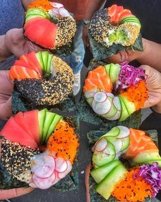 Sushi donuts: molded rice stuffed with avocado, spicy tuna or crab and topped with fish, radish, sesame seeds ~ Healthy Recipes Ideas Sushi Donuts, Sushi Cake, Sushi Sushi, Donuts Donuts, Sushi Burrito, Sushi Rolls, Cute Food, Good Food, Yummy Food