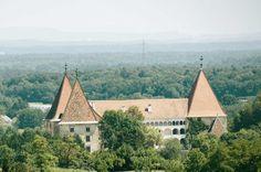 Das Schloss Spielfeld in der Steiermark Felder, Paris Skyline, Travel, Viajes, Traveling, Trips, Tourism
