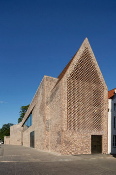 Andreas Heller's brick facade makes a confident statement at the Hansemuseum - News - Frameweb Brick Architecture, Contemporary Architecture, Interior Architecture, Drawing Architecture, Architecture Portfolio, Ancient Architecture, Sustainable Architecture, Landscape Architecture, Interior Design