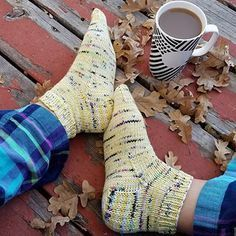 These cozy knit socks can be made in DK or worsted weight yarn for a quick knit gift or treat for yourself. Got any single skeins of DK or worsted yarn? Spree Socks only take 1 skein to make. Knitted Socks Free Pattern, Crochet Socks, Knitted Slippers, Knitting Patterns Free, Knit Socks, Knit Crochet, Knitted Baby, Crochet Granny, Free Crochet
