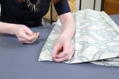 How to Make a Roman Shade - Sew on the rings & insert the rod Drapery Fabric, Lining Fabric, Blind Hem Stitch, Roman Shade Tutorial, Custom Roman Shades, Invisible Stitch, Stitch Witchery, Diy Curtains, Straight Stitch