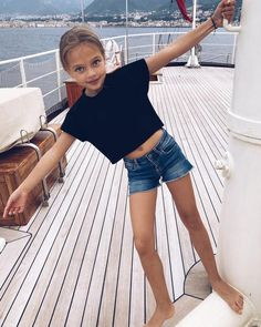 Este posibil ca imaginea să conţină: 1 persoană, cer, şort şi în aer liber Girly Girl Outfits, Cute Girl Dresses, Kids Outfits Girls, Preteen Girls Fashion, Tween Girls, Girl Fashion, Cute Young Girl, Cute Girl Pic, Beautiful Little Girls