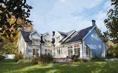 "Se fler bilder ifrån huset New England hus ""Precis som i New England New England Hus, New England Style, Popup, German Houses, England Beaches, Million Dollar Homes, New Home Construction, Expensive Houses, Custom Built Homes"