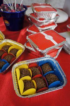 Loja Santo Antonio: Decoração de Festa com o tema da Mulher Maravilha!