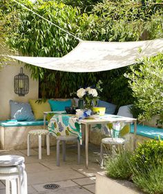 Cover Up | From porches to patios, transform your outdoor space with smart decorating tricks.