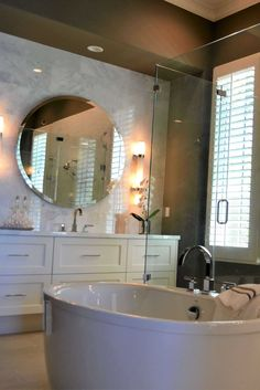 Surprising bathroom makeovers cost for 2019 makeovers Simply Bathrooms, Better Bathrooms, Luxury Master Bathrooms, Modern Master Bathroom, Minimalist Bathroom, Luxury Bath, Amazing Bathrooms, Cozy Bathroom, Bathroom Colors