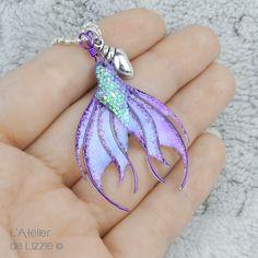 Mermaid Tail pendant 4 Purple / Bilberry Crush by LAtelierdeLizzie Mermaid Jewelry, Beach Jewelry, Resin Jewelry, Diy Jewelry, Jewelry Ideas, Silicone Mermaid Tails, Mermaids And Mermen, Pendant Design, Fantasy Jewelry
