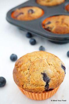 Spelt muffins met blauwe bessen - Mind Your Feed #spelt #blueberries