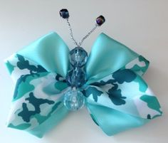 Butterflies have inspired so many wonderful diy/craft projects, especially during the summer months. A favorite of mine is to turn ribbon into beautiful butterfly bows. And what better way to do this using your Mini Bowdabra.