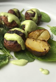 Vegenerat Race: baked potatoes with dill sauce Dill Sauce, Sprouts, Baked Potatoes, Vegan, Baking, Vegetables, Healthy Eating, Roasted Potatoes, Eating Healthy