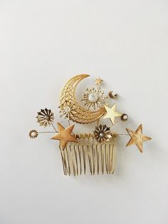 Galaxy comb, limited quantity — Mignonne Handmade An arrangement of the cosmos on a gold plated comb. Featuring moon and stars, with moonstone and laboradorite stones. -approx wide by high -laboradorite, moonstone and glass -made in France Women's Accessories, Handmade Accessories, My Sun And Stars, Sun Moon Stars, Mode Blog, All That Glitters, Mode Inspiration, Moodboard Inspiration, Makeup Inspiration