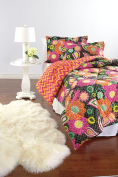 Vera Bradley Ziggy Zinnia Bedding Collection Love this bright bedding. Who doesnt love a fun, bold bright pattern. Pairs perfect with white bedroom furniture! Vera Bradley Patterns, Vera Bradley Purses, Dream Bedroom, White Bedroom, Zinnias, My New Room, Bedding Collections, Dorm Room, Bed Room