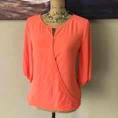 VINCE CAMUTO Coral Blouse Ask all your questions before purchasing. Flowy and sophisticated! will spice up any outfit Vince Camuto Tops