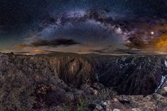 I went to see Black Canyon Of the Gunnison in Colorado at night and it was amazing! [3200x2133][OC] : EarthPorn