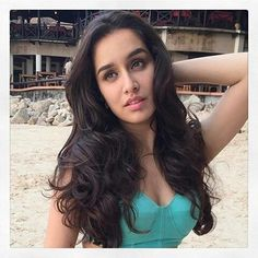 Shraddha Kapoor Prettiest Actresses, Beautiful Actresses, Shraddha Kapoor Baaghi, Sraddha Kapoor, Karisma Kapoor, Beautiful Bollywood Actress, Pakistani Actress, Queen, Bollywood Celebrities