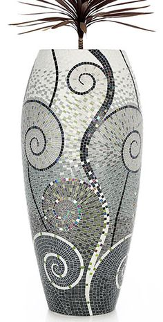 Grey and silver mosaic vase I like the art deco design.Want excellent tips about arts and crafts? Mosaic Planters, Mosaic Vase, Mosaic Flower Pots, Pebble Mosaic, Mirror Mosaic, Mosaic Tiles, Mosaics, Mosaic Art Projects, Mosaic Crafts
