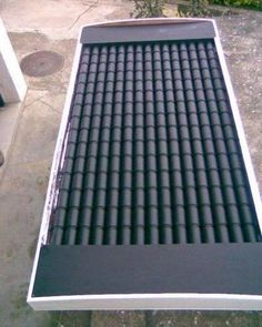 Woodworking Ideas House DIY solar heater panel made from beer or soda cans.Woodworking Ideas House DIY solar heater panel made from beer or soda cans. Cheap Solar Panels, Solar Energy Panels, Solar Panels For Home, Best Solar Panels, Solar Thermal Panels, Solaire Diy, Alternative Energie, Homemade Solar Panels, Solar Roof